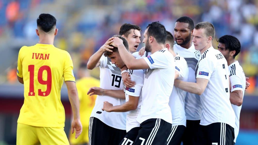 Deutschlands U-21-Team jubelt über ein Tor gegen Rumänien - und später über den Einzug ins EM-Finale.