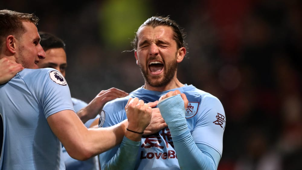 Jay Rodriguez (rechts) bejubelt seinen Treffer zum 2:0 beim Sieg des FC Burnley gegen Manchester United.