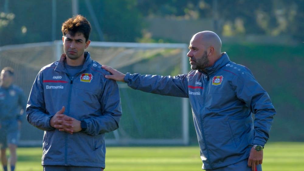 Besondere Herausforderungen: Schahriar Bigdeli (l.) mit Cheftrainer Peter Bosz.