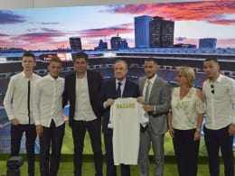 Hazard heizt 50.000 Real-Fans ein - Auch Thorgan posiert fürs Foto
