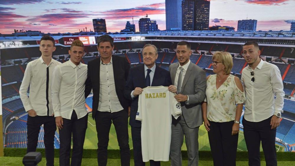 Extra nach Madrid angereist: Dortmunds Thorgan Hazard (2.v.l.) ließ sich die Real-Vorstellung seines großen Bruders Eden (3.v.r.) nicht entgehen.