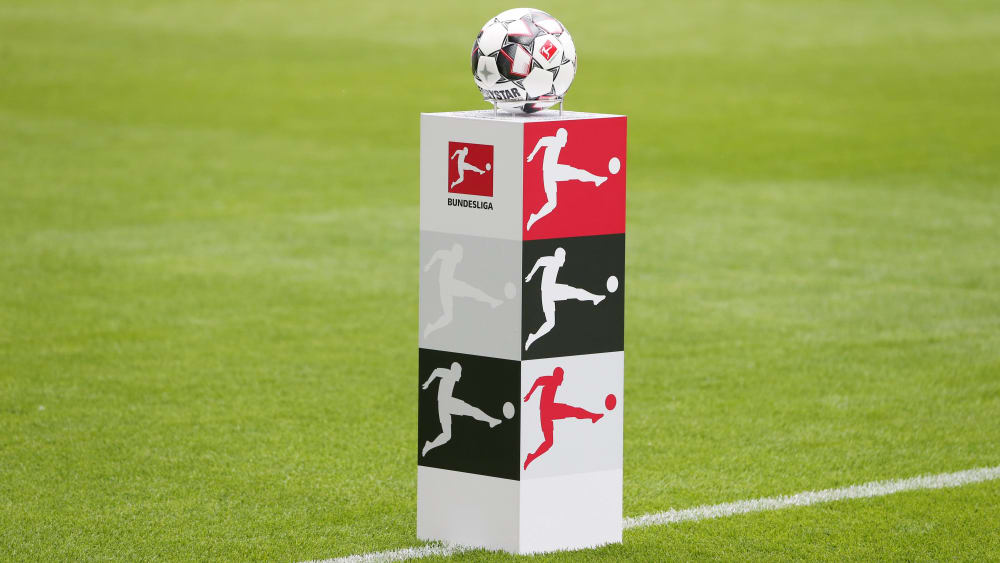 Frühestens ab dem 3. April könnte in den obersten beiden deutschen Profiklassen wieder der Ball rollen.