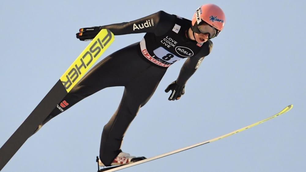 Deutsche Skispringer gewinnen Teamwettkampf in Finnland | BR24