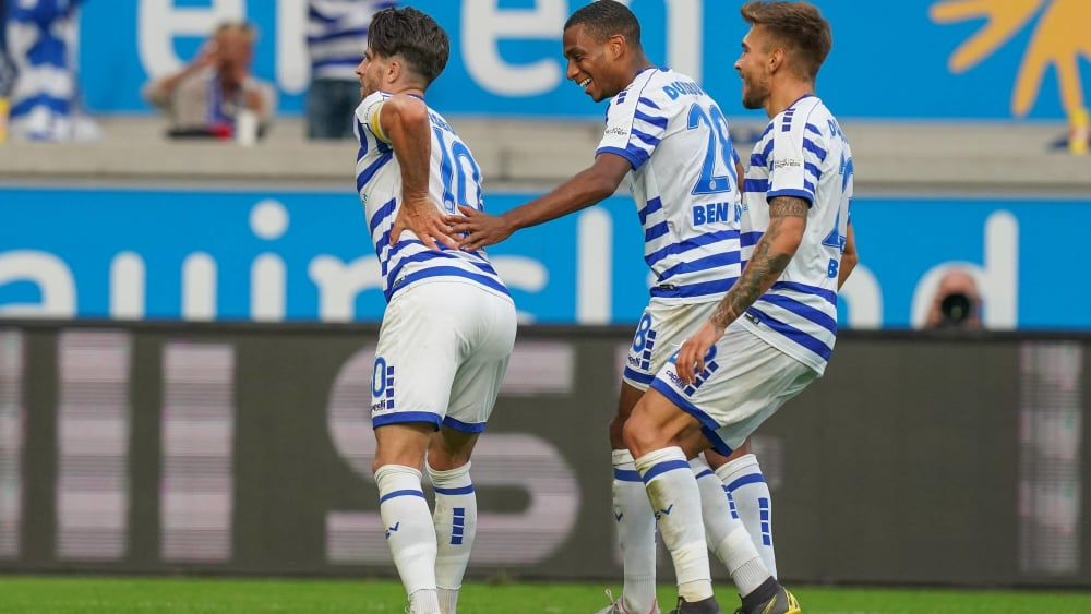 Alter Mann schießt Tore: Moritz Stoppelkamp (links) erzielte mit seinem vierten Saisontreffer das 2:0 für den MSV Duisburg.