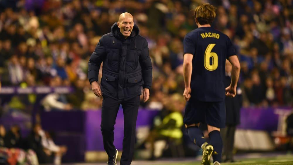 Nacho feiert mit Zinedine Zidane