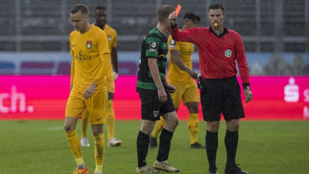 Flog bereits zweimal vom Feld: Großaspachs Sebastian Bösel, hier bei seinem Platzverweis gegen Münster.
