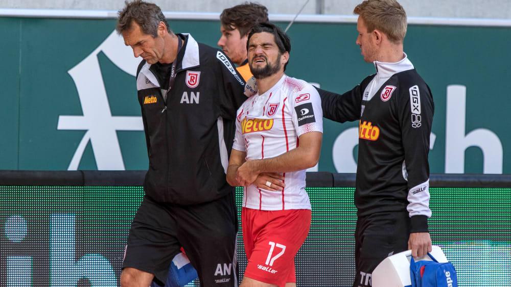 Es schmerzt: Oliver Hein hat sich am Wochenende an der Schulter verletzt.