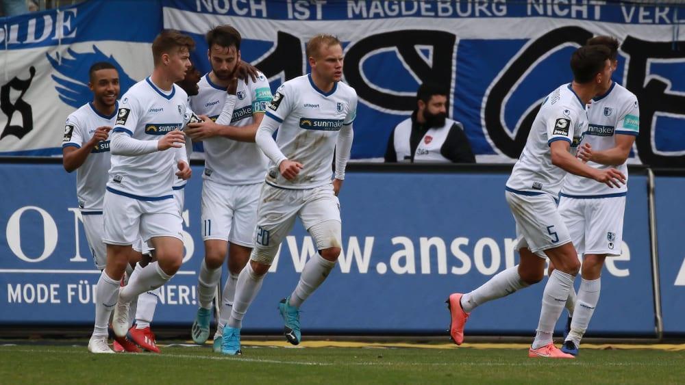 Magdeburgs Sören Bertram (Nummer 20) sorgte ganz spät für den Ausgleich im Spiel bei Waldhof Mannheim.