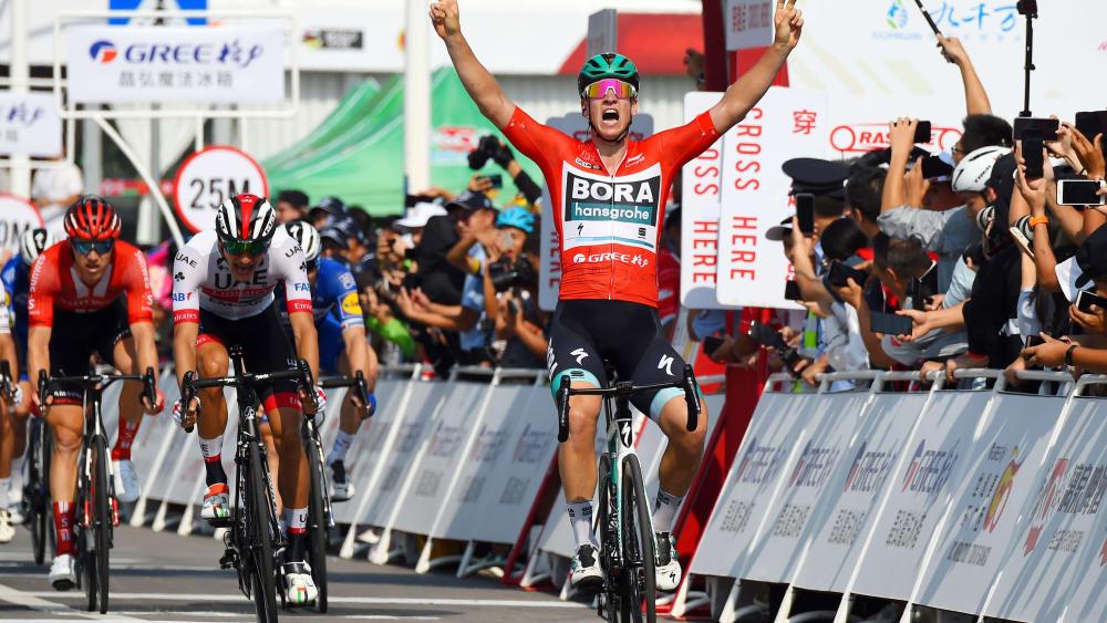 Pascal Ackermann jubelt über seinen Sieg auf der 3. Etappe der Guangxi-Rundfahrt