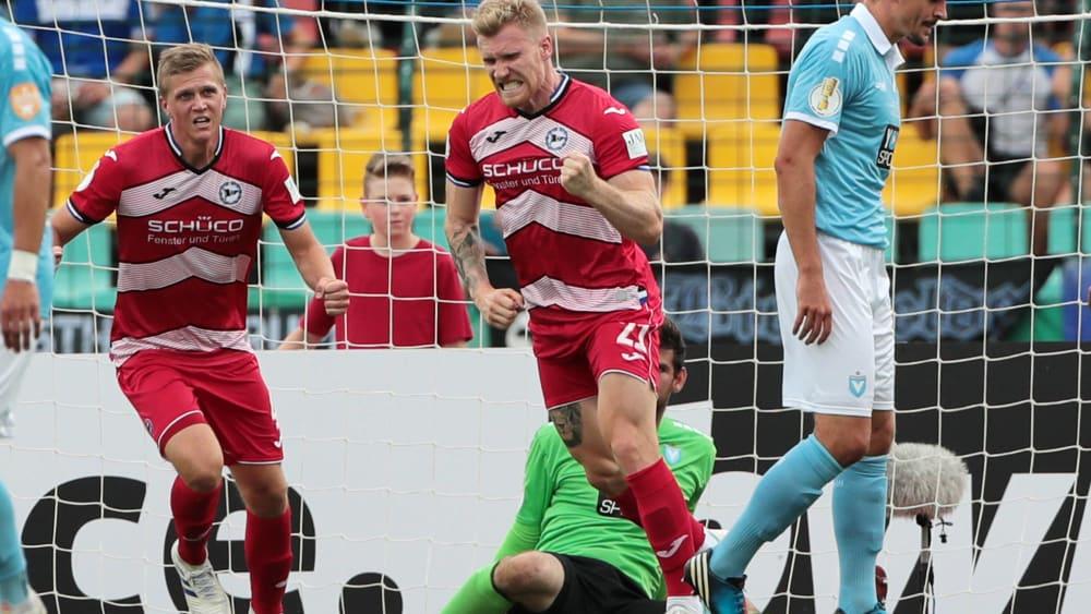 Siegtreffer: Andreas Voglsammer (Mitte) erzielte das 1:0 per Kopfball.