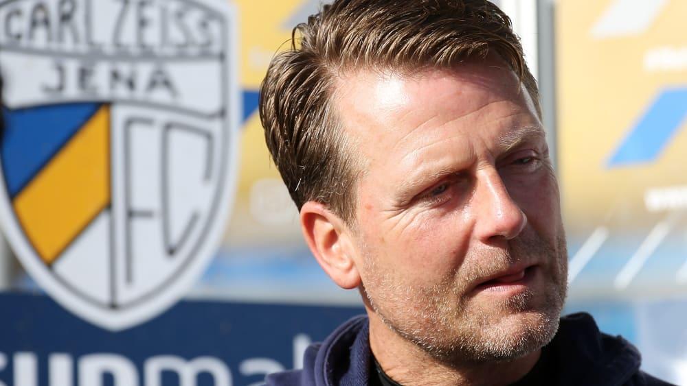 Jenas Coach Rico Schmitt ist voller Vorfreude auf das Spiel gegen den Halleschen FC.
