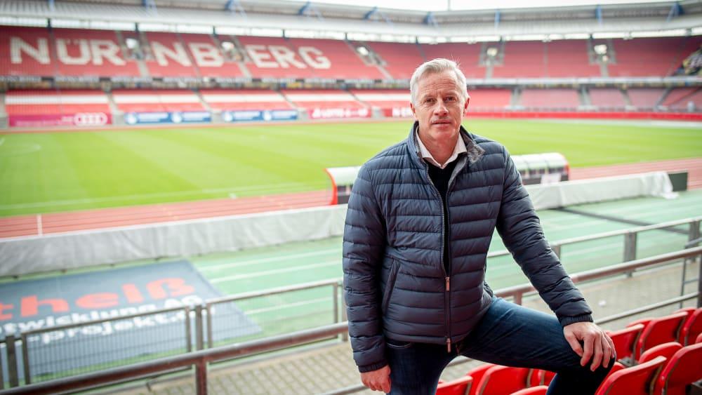 Jens Keller an seiner neuen Arbeitsstätte im Max-Morlock-Stadion in Nürnberg