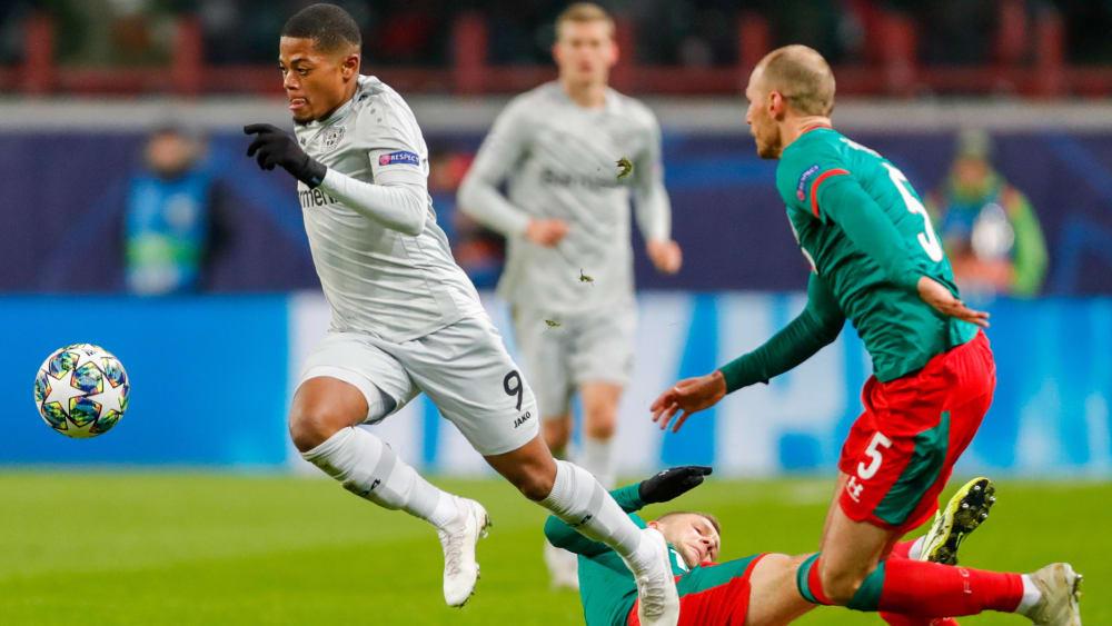 Musste zur Pause weichen: Leverkusens Leon Bailey (li.).
