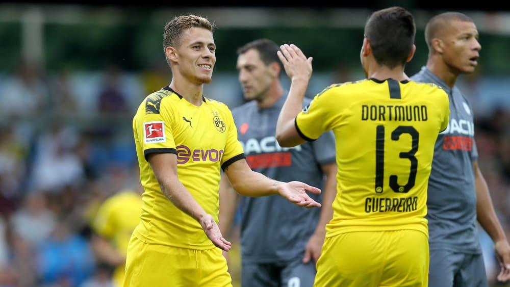 Erst bejubelt er seinen Treffer, dann muss er verletzt raus: Thorgen Hazard.