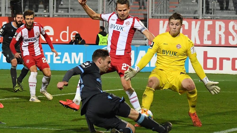 Spielte bei seinem Debüt ordentlich: Keeper Vincent Müller (re.).
