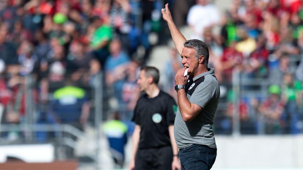Hatte trotz des deutlichen Ergebnisses gegen Wiesbaden Grund zur Nervosität: Arminias Trainer Uwe Neuhaus.