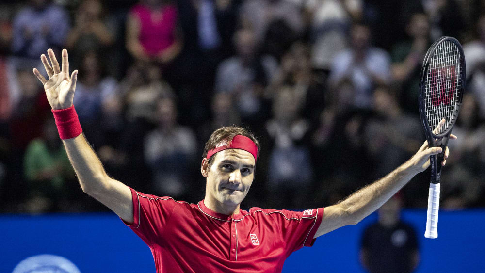 Roger Federer jubelt nach seinem Sieg gegen Stefanos Tsitsipas