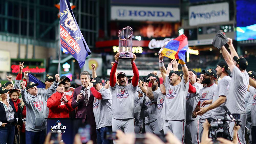 Die Washington Nationals jubeln nach dem entscheidenden Sieg bei den Houston Astros.