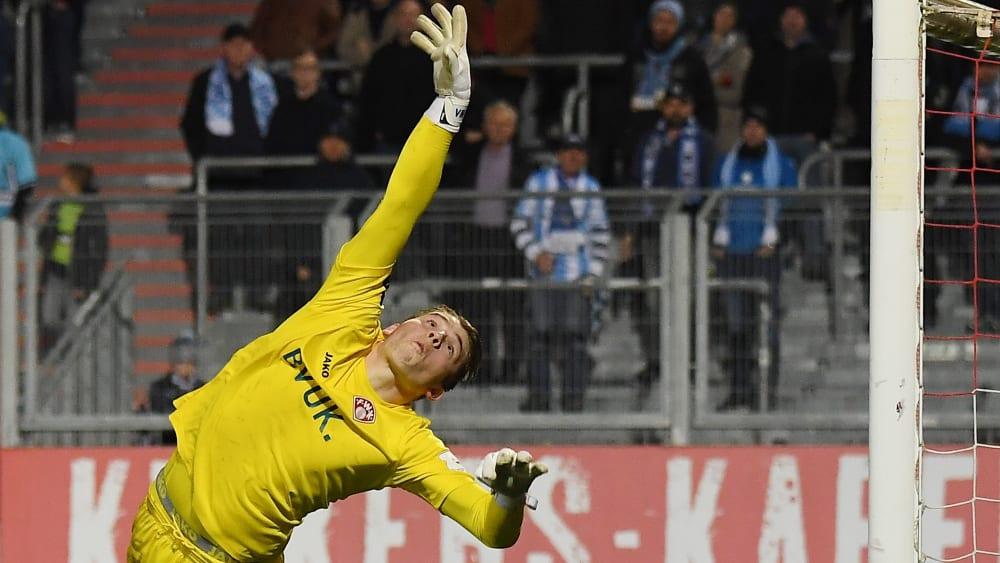 Darf auch gegen Jena wieder zu Paraden wie dieser ansetzen: Keeper Vincent Müller.