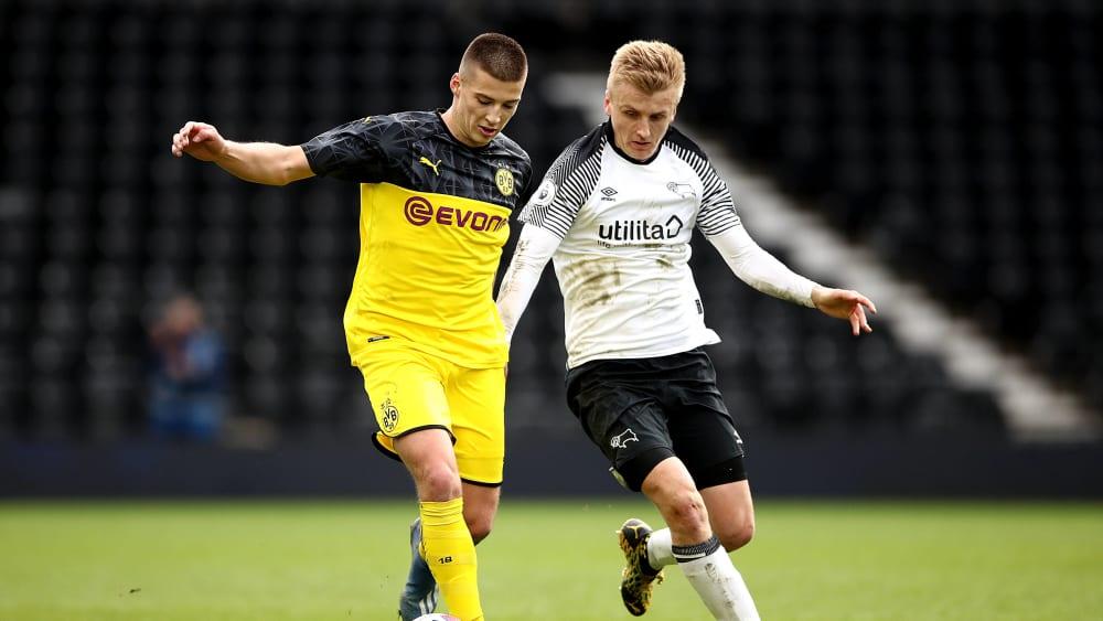 Kapitän Tobias Raschl unterlag mit dem BVB in der Playoff-Runde der Youth League mit 1:3 gegen Derby County.