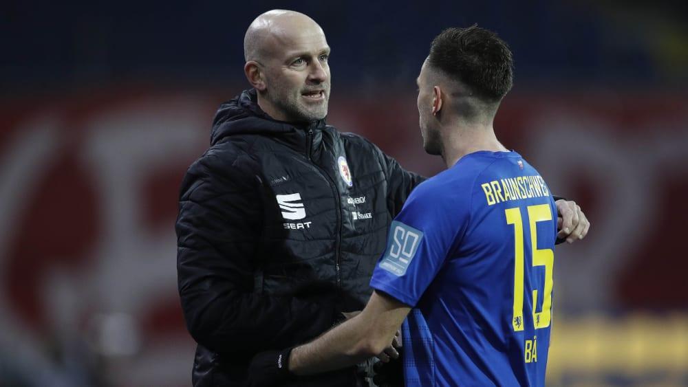Freuten sich gemeinsam über den Heimerfolg: Braunschweig-Coach Marco Antwerpen (links) und der überragende Marcel Bär.