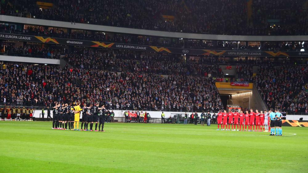 Störer unterbrechen Schweigeminute - Fans setzen Zeichen