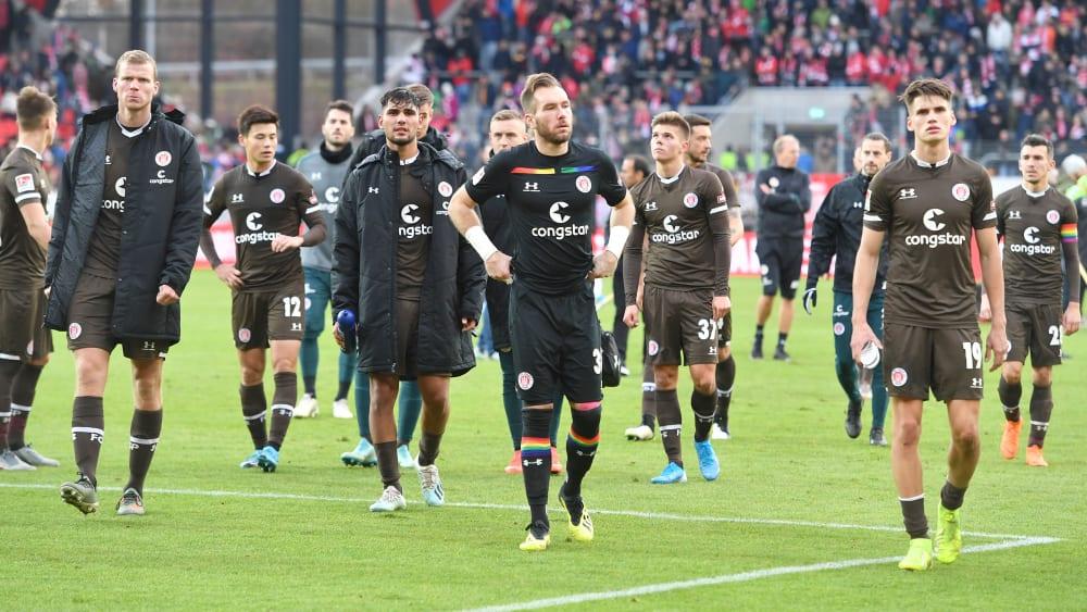 Müssen den Rückflug nach Deutschland um einen Tag verschieben: Die Spieler des FC St. Pauli.