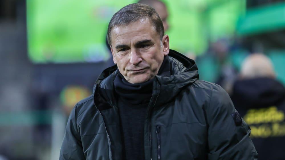 Blickt betrüblich drein, ist es aber nicht: U-21-Trainer Stefan Kuntz.