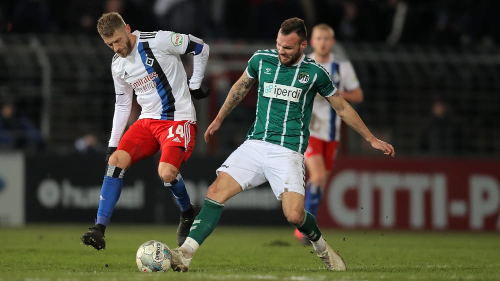 Aaron Hunt (li.) musste mit dem HSV eine 2:5-Niederlage gegen den VfB Lübeck hinnehmen.