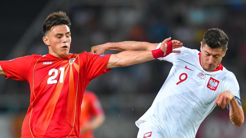 Aushängeschild: Eljif Elmas (li.) ist bereits mit 20 Jahren der zentrale Spieler bei Nordmazedonien. Am Sonntag geht es wieder gegen Robert Lewandowski und Polen.