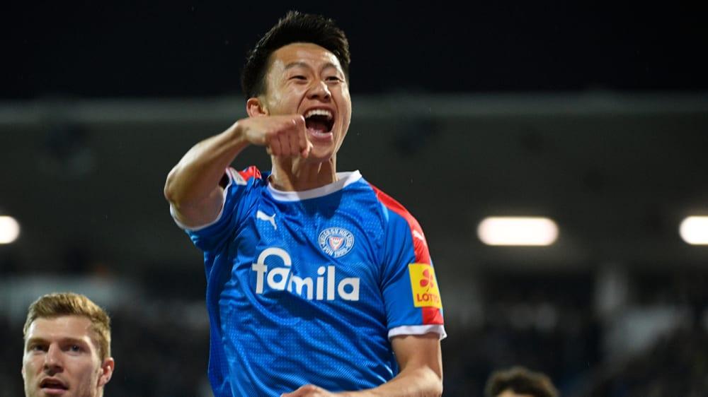 Lee freut sich über den Sieg von Holstein Kiel