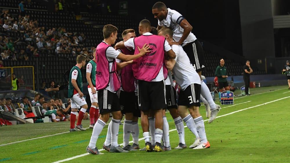 Die deutsche U 21 jubelt: Augsburgs Marco Richter hat die DFB-Auswahl in Führung gebracht.