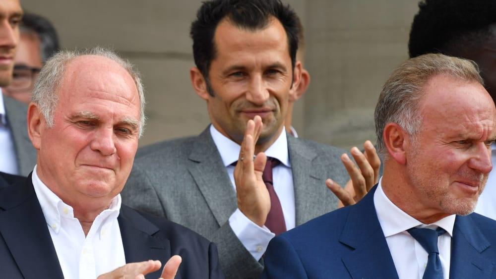 Umtriebig und in der letzten Instanz im Hintergrund: Hasan Salihamidzic mit den Bayern-Bossen Hoeneß und Rummenigge.