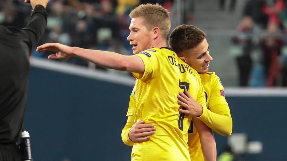 Spielfreudig: Kevin De Bruyne (li.) und Torschütze Thorgan Hazard nach dem 1:0.