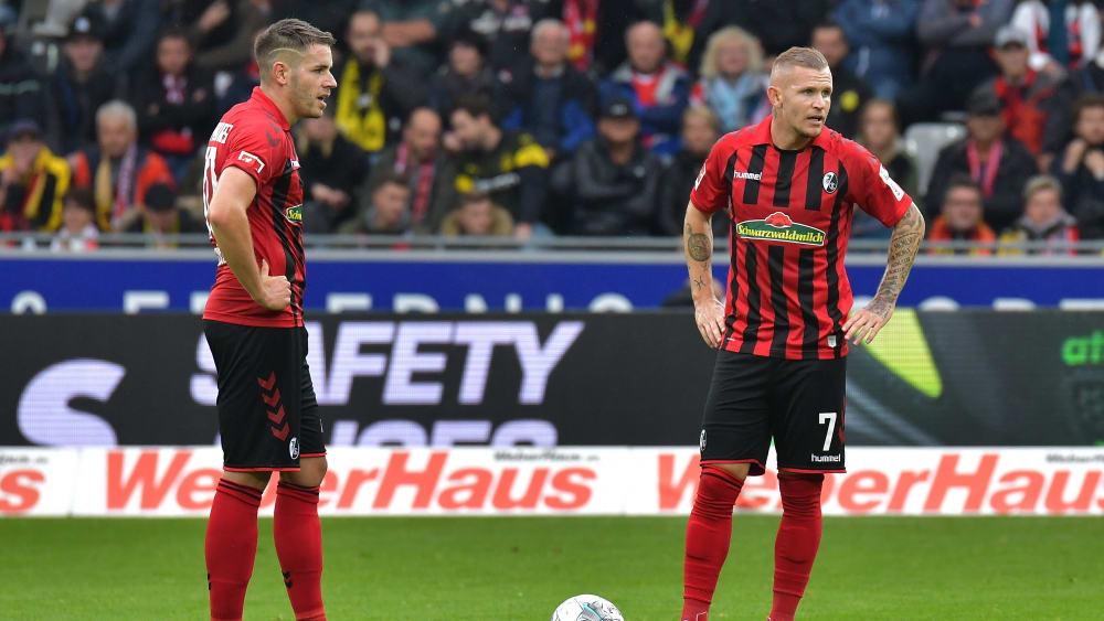 Christian Günter (l.) und Jonathan Schmid müssen sich defensiv steigern