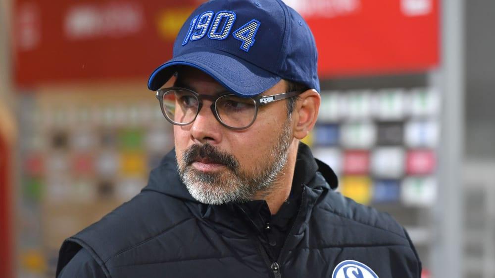 In der Innenverteidigung kommt es knüppeldick für ihn: Schalkes Trainer David Wagner.