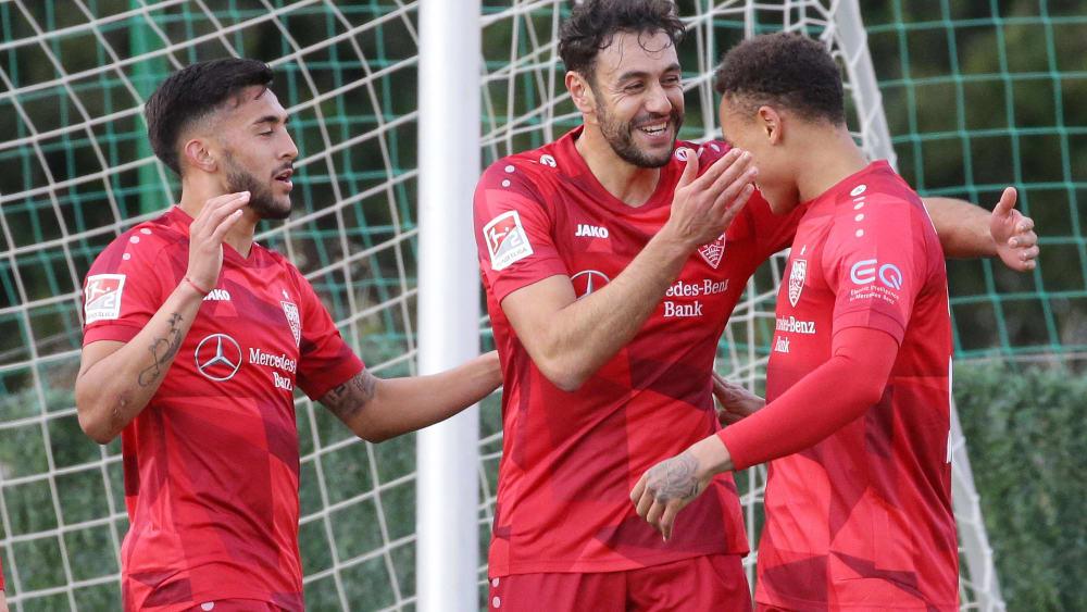 Die Stuttgarter um Hamadi Al Ghaddioui (Mitte) erzielten zwei Treffer binnen drei Minuten.