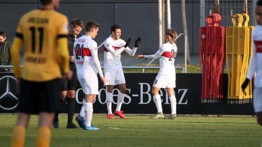 Der VfB jubelt gegen Dresden