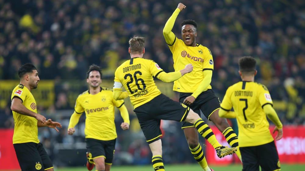 Lukasz Piszczek (Mitte) hat für Borussia Dortmund getroffen.