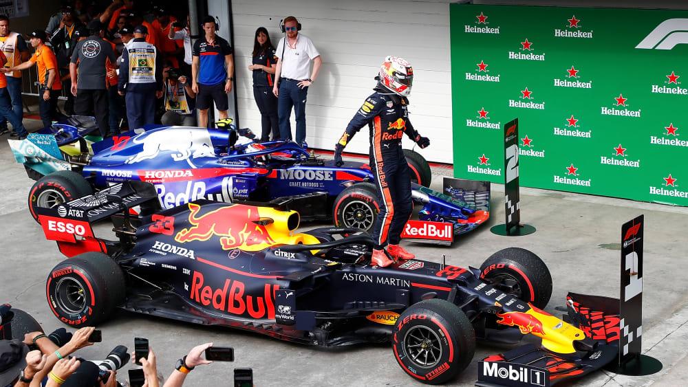 Red Bull (vorne) und Toro Rosso haben mit Motorenpartner Honda verlängert.