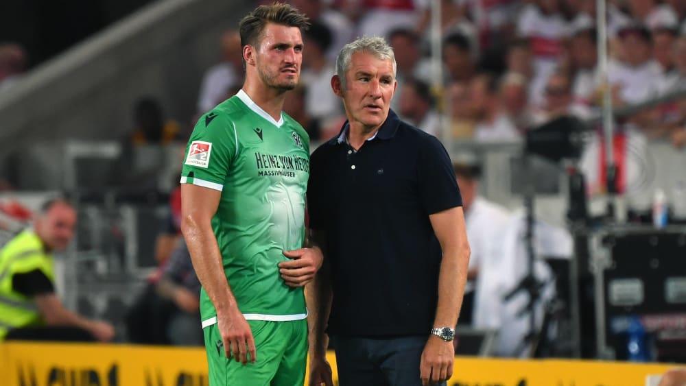 Zurück im Team: Mirko Slomka (re.) kann wieder auf Hendrik Weydandt bauen.