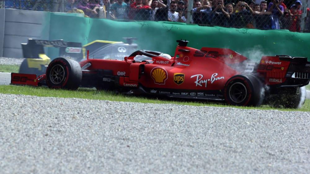 Zu viele Fehler: Ferrari-Pilot Sebastian Vettel im Gras.