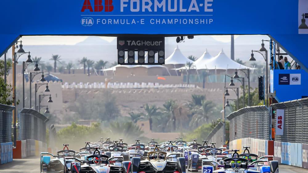 Die Fahrer in der Formel E kämpfen künftig um den FIA-Weltmeistertitel.