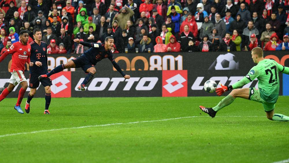 Thiago trifft zum 3:0 gegen Zentner
