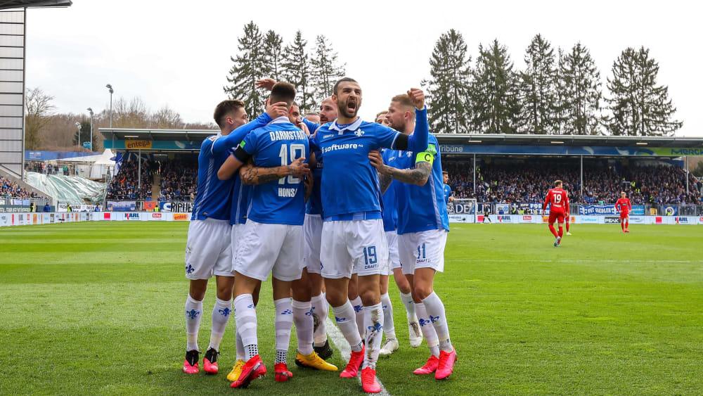 Darmstadts Spieler bejubelt den vierten Dreier in Folge