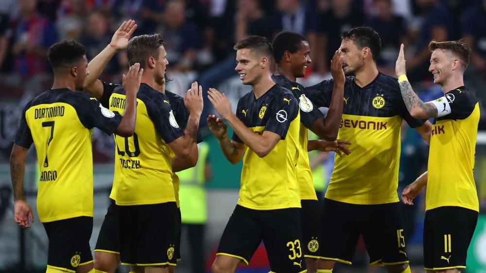 Borussia Dortmund um Torschütze Marco Reus (rechts)