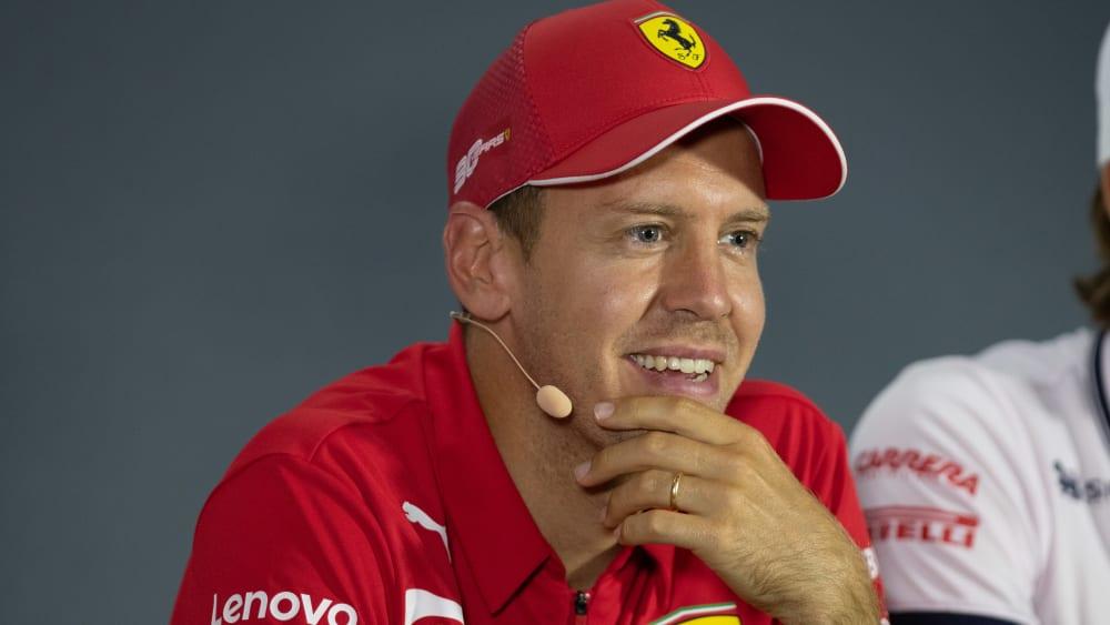 Ferrari stellt neues Formel-1-Auto im Theater von Reggio ...