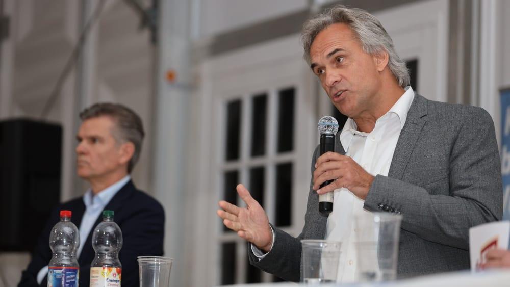 Darf zur Wahl antreten: Martin Müller, im Hintergrund ist Amtsinhaber Ingo Wellenreuther.