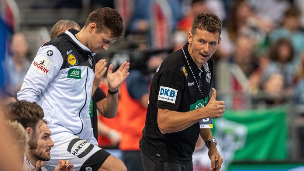 Er kann sich mit der DHB-Auswahl zu Hause für Tokio qualifizieren: Bundestrainer Christian Prokop (r.).