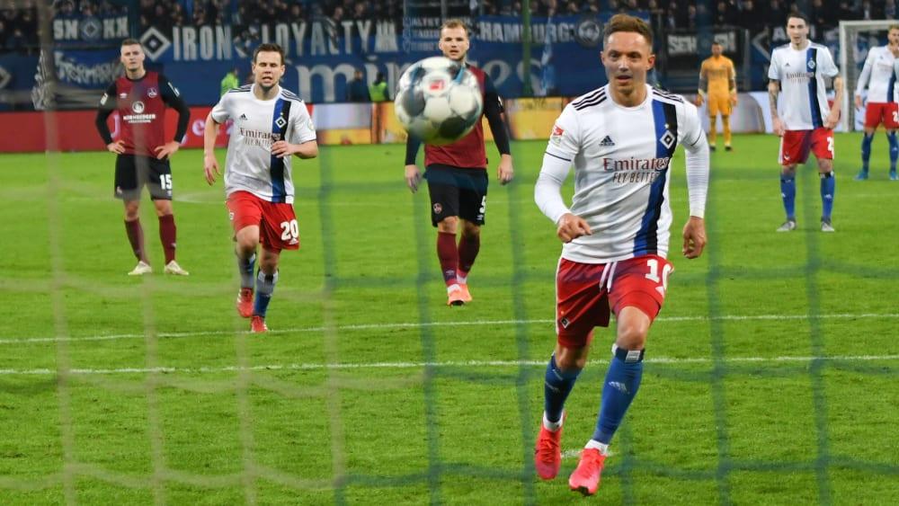 Sonny Kittel verwandelte für den HSV gegen den 1. FCN frech vom Punkt.
